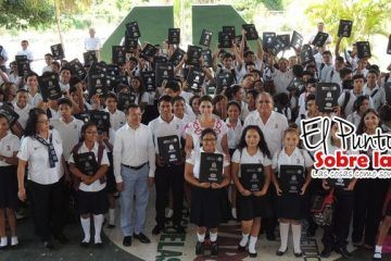 El DIF Quintana Roo Apoya A La Economía De Los Padres De Familia Del Cecyte Quintana Roo