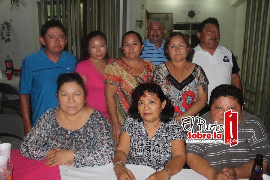 Con Willberth Dzib, Lujor Caamal, Karen Uc, Salomé Aguilar, Graciela Aguilar, Freddy Dzib, Amalia Castro y Julio Castro.