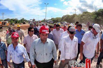 Atiende Mauricio Góngora a la ciudadanía ante hundimiento carretero