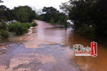 Se forman espejos de agua en carreteras de la zona rural de Bacalar