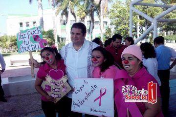 """""""Haz puch tu chuchu"""", para prevenir el cáncer de mama"""