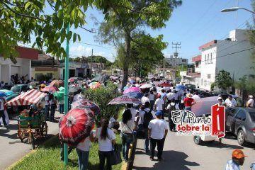 Marchan maestros del Cobach en Chetumal