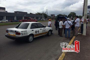 Otra vez se arma la bronca entre taxistas