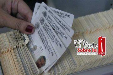 Bacalarenses son notificados a paso lento para canje de su credencial electoral
