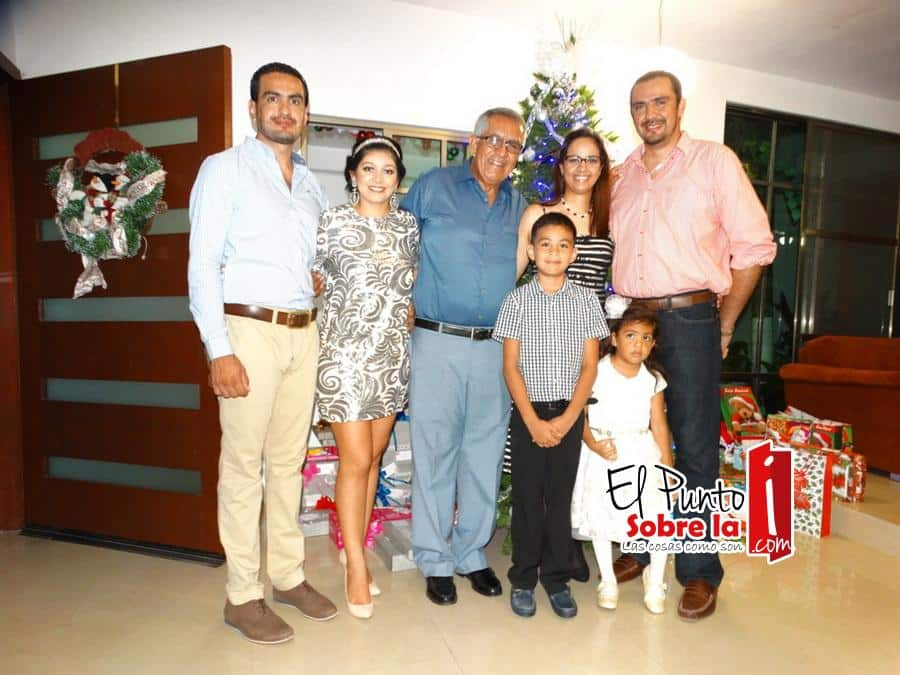 Eduardo Ruiz, Rosy Canto, Jorge Ruiz, Hayde Triminio, Enrique Ruiz, Paolo y Marisa Ruiz Triminio