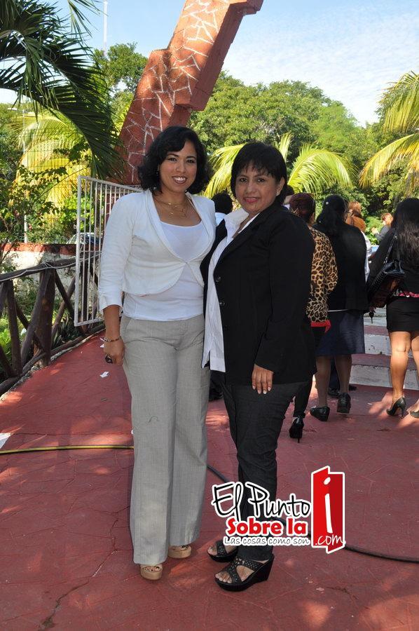 Adalia Navarro y Elvira Sayarzabal.