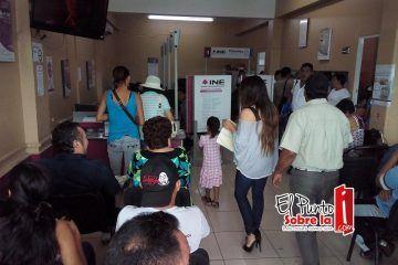 Revientan ciudadanos módulo del INE Distrito 02