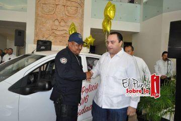Con un desayuno y la rifa de un automóvil celebran a los policías
