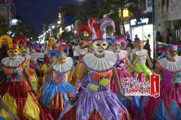 Solidarenses y visitantes disfrutan del Carnaval Playa del Carmen con alegría de corazón
