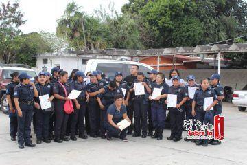 Agasajan a mujeres de la corporación policial