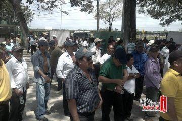 Ganaderos se manifiestan denuncian incumplimiento de SAGARPA