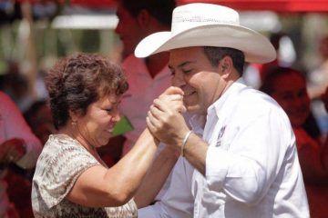 Mauricio Góngora asiste y baila en el cumpleaños de Don Natividad Brambila