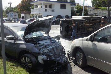 Aumentan accidentes por uso del celular al conducir