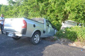 Accidente carretero chocan casi de frente