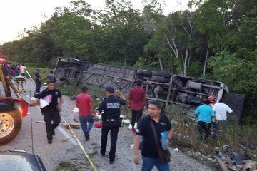 12 muertos, entre ellos 8 mujeres, 2 hombres y dos menores en accidente en la zona maya