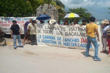 Ambientalistas bacalarenses se manifiestan en contra de carrera de Lanchas