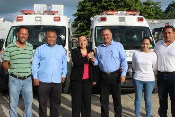 Entregan al Issste-Quintana Roo 6 nuevas ambulancias