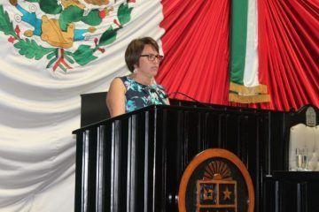 Va Laura Beristain contra Aguakan en Solidaridad