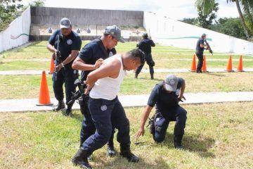 """20 % de los policías de Q. Roo son escoltas o """"mandaderos"""""""