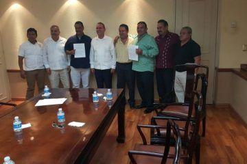 Acuerdan taxistas de Cancún Y Puerto Morelos trabajar en forma coordinada en el Hotel Moon Palace