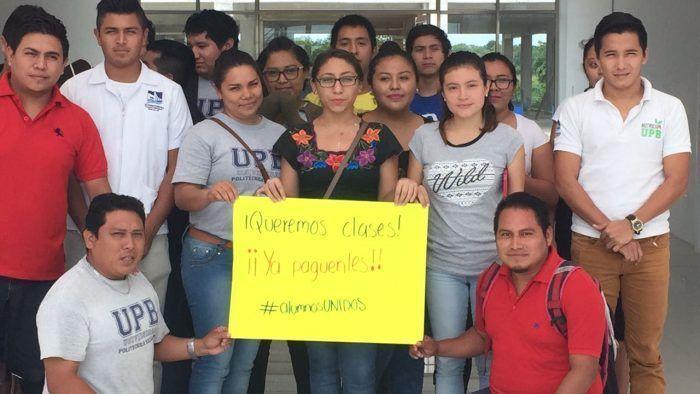 Alumnos de la UPB exigen el pago a sus maestros