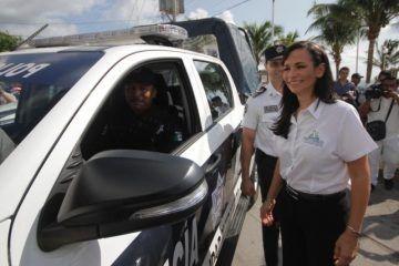 Cumple Laura Fernández compromiso de capacitación de la policía municipal