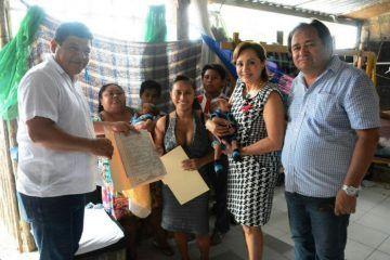 Luis Torres, entrega Actas de Nacimiento a domicilio