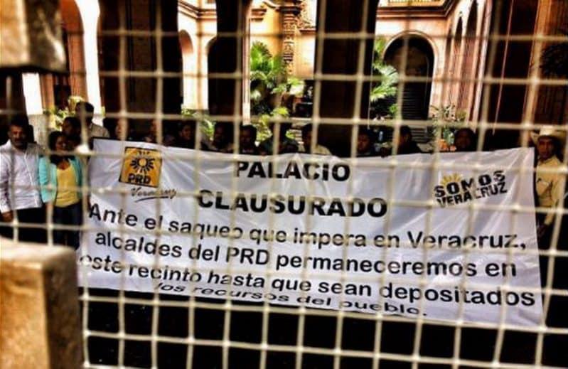 Militantes panistas se suman a toma del Palacio de Gobierno de Xalapa