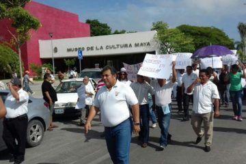 Taxistas marchan en Chetumal