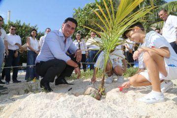 Remberto Estrada pone en marcha programa de nueva imagen de las playas de Cancún