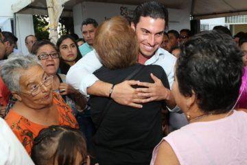 Garantiza Remberto Estrada respaldo a mujeres y jefas de familia