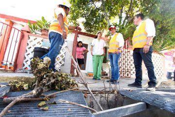 Supervisa el presidente Juan Carrillo mejoras en el alcantarillado de Isla Mujeres