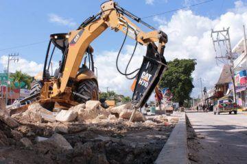 Reinició ayuntamiento la obra de remozamiento de la avenida Tulum