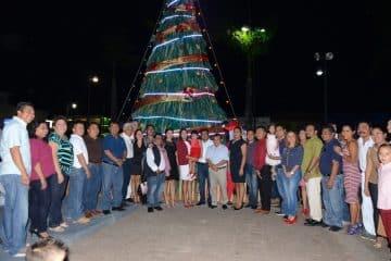 Abre Paoly los festejos decembrinos en la Zona Maya: enciende las luces del árbol navideño