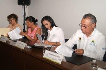 Suscribe Laura Fernández convenio de colaboración con el Ifeqroo