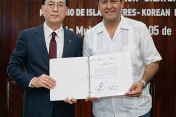 Firma Juan Carrillo acuerdo de colaboración con autoridades del medio ambiente de corea del sur