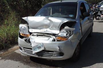 Descuidado conductor provoca accidente en la Capital de la Cultura Maya