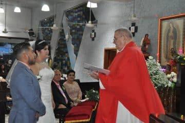 Celebran su boda religiosa y civil Andrea Y Eric