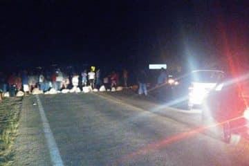 Ejidatarios morelenses bloquean carretera Federal
