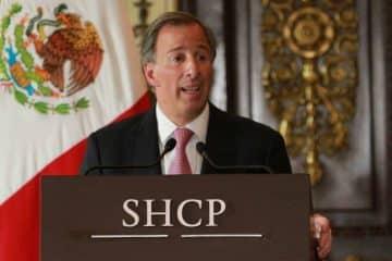 """SHCP """"analiza"""" atajar a los gasolinazos"""
