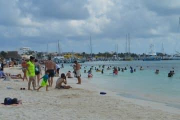 Turistas prefieren Isla Mujeres para pasar puente