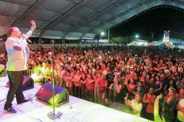 Memorable concierto de Wilfrido Vargas en carnaval de Puerto Morelos