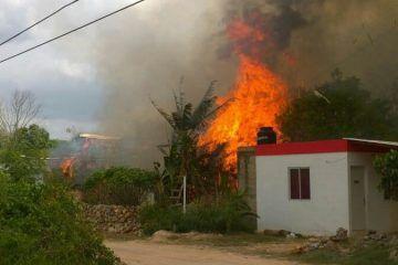 Incendio consume viviendas y deja una persona con quemaduras de 3er grado