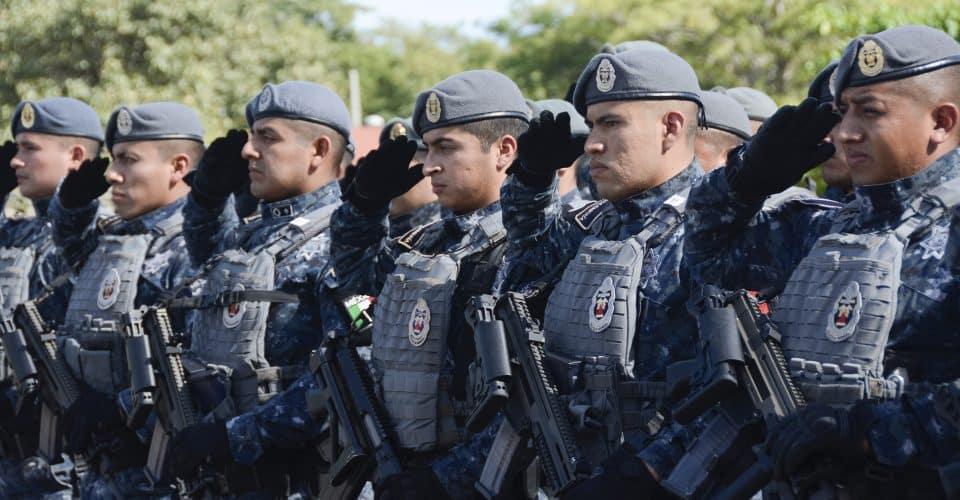 Tres hombres asaltan a 29 elementos de la Gendarmería; les quitan celulares y carteras