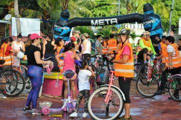((FOTOS)) Un gran número de familias y ciclistas se dieron cita en la concha acústica del bulevar, para participar en la 1a rodada familiar