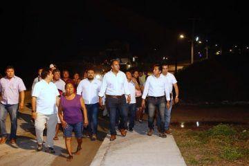 Mejora Juan Carrillo alumbrado público para mayor seguridad de los isleños