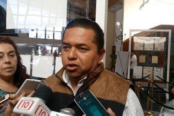 De improvisado y corrupto, califica Emiliano Ramos al gobierno de Remberto