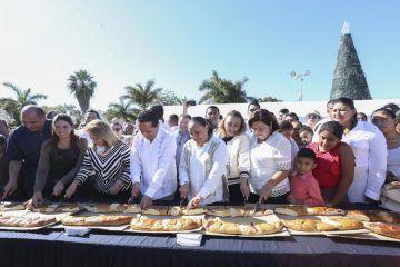 Tradiciones unen a los solidarenses; parten Rosca de Reyes en espacios públicos