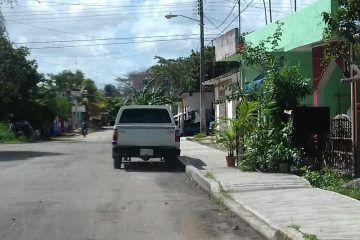 Destina Candy Raygoza, titular del IEEA, vehículo oficial para trabajos de estructura electoral