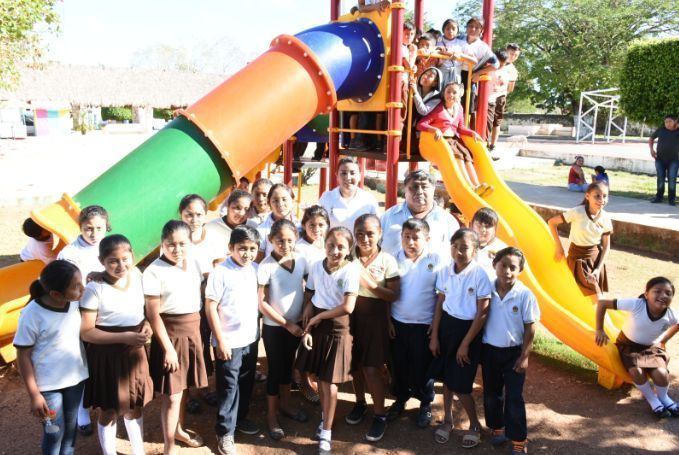 Inaugura Paoly Perera Area De Juegos Infantiles Y Gimnasio Al Aire